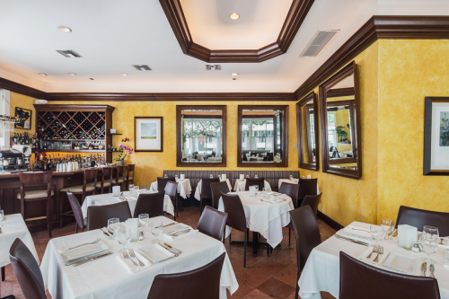 Cafe-Marquesa-dining-room-with-mirrors